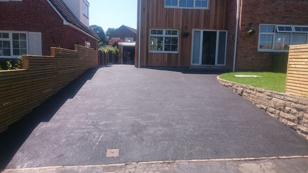 an image of an asphalt driveway in Wakefield recently resurfaced by DS Rooke